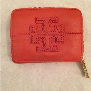 🎉HP🎉Tory Burch stacked T logo zip card coin case